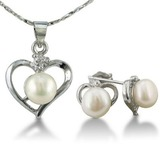 Heart shaped freshwater pearl pendant and earrings set  jewelry